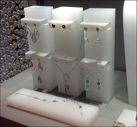 Exhibitor - opal methacrylate block - Svarowsky