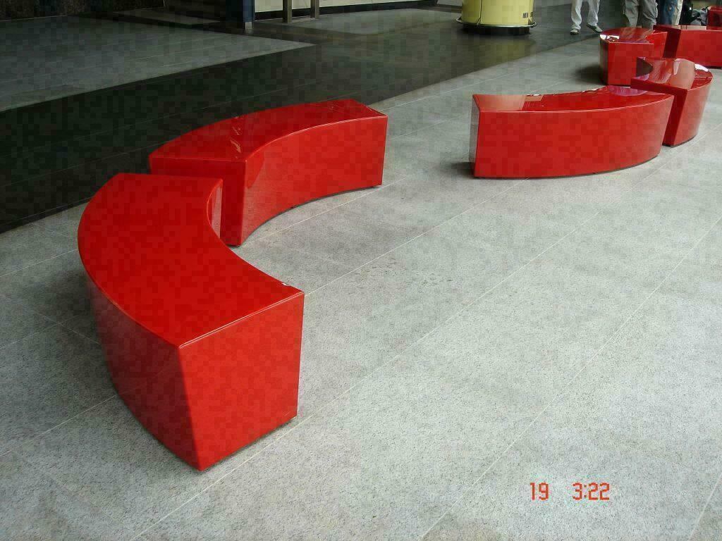 Mobiliario y mostradores 3