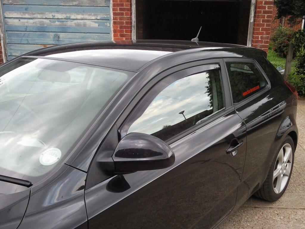 accesorios ventana coche con metacrialto termoformado