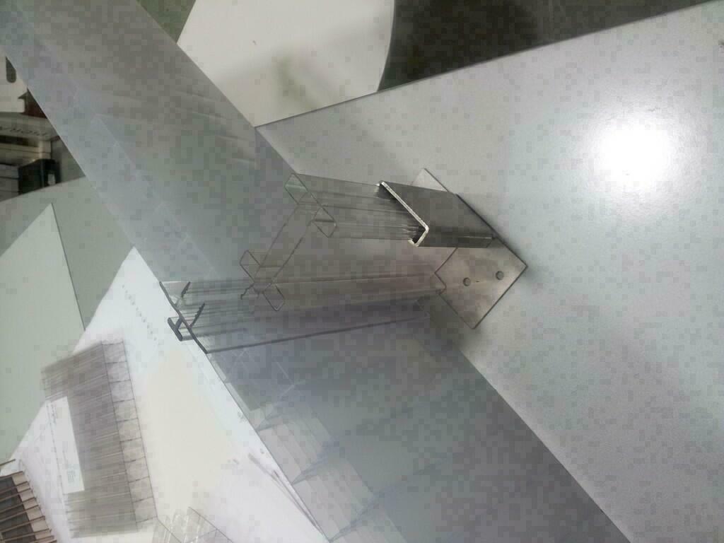 Perfiles para policarbonato compacto y celular