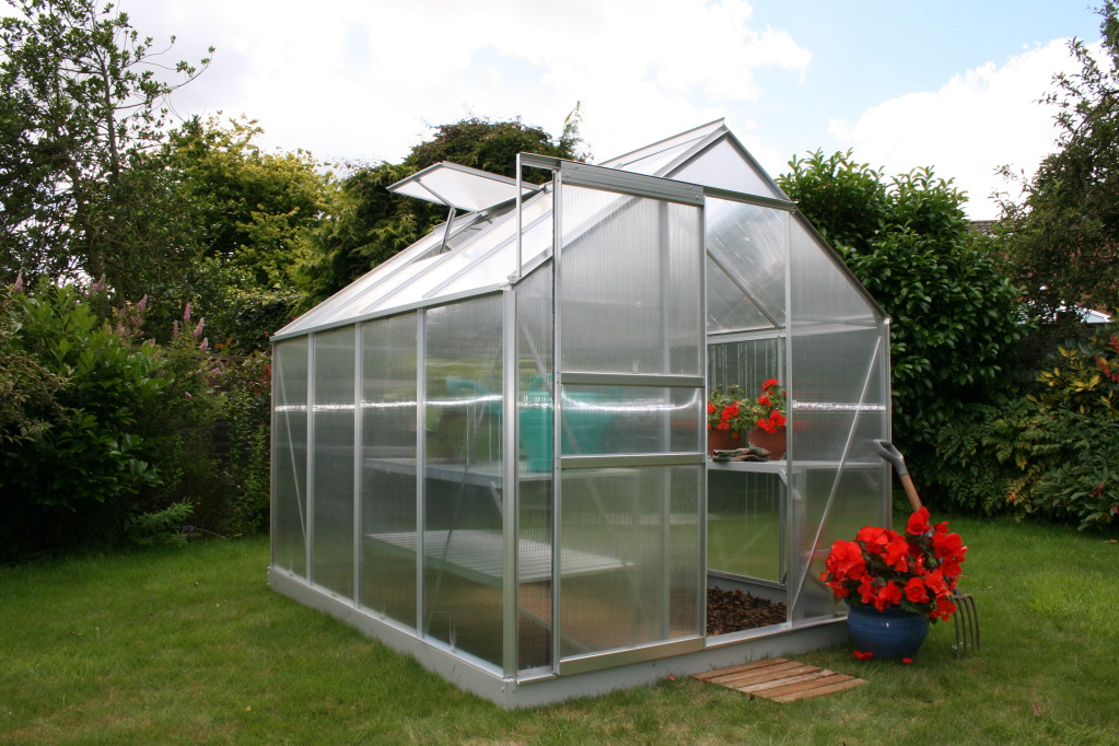 Invernaderos de policarbonato y metacrilato al mejor precio for Construccion de viveros e invernaderos