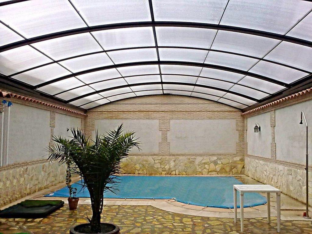 Mantenimiento de un cerramiento fabricado con policarbonato - Cubiertas para patios interiores ...